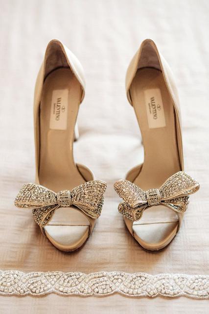 a4f6b050e120 10 farebných variácií pre svadobné topánky - Družička