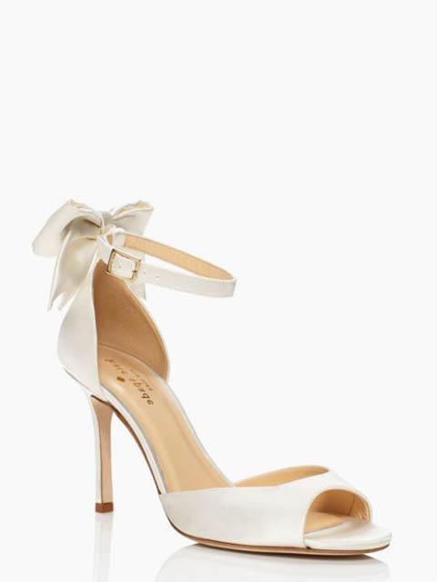23f3485be1cf 5 tipov pre svadobné topánky na letnú svadbu - Družička