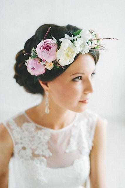 920f20de6 Živé kvety ako ozdoba svadobného účesu - Družička