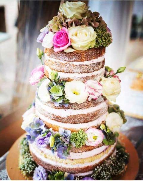 naha_torta_na_svadbu_zive_kvety