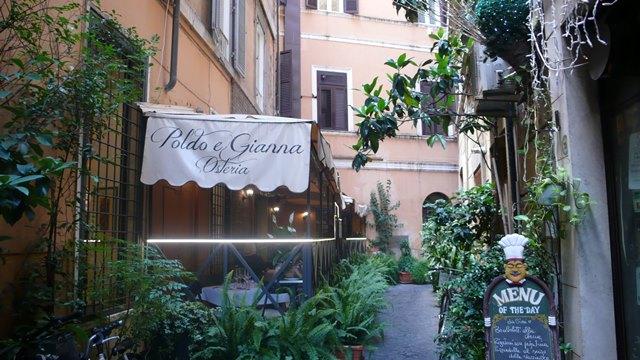 Rim, restauracia v bocnej ulicke