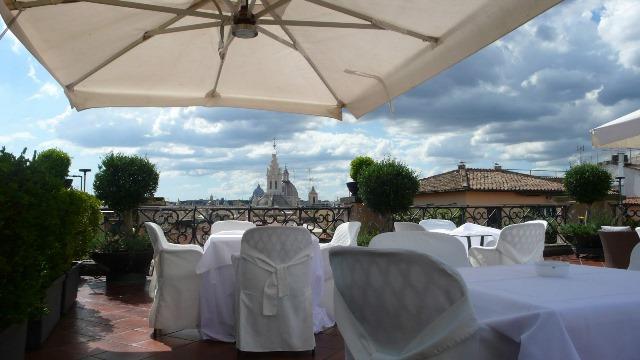 Svadba v Rime, restauracia na streche