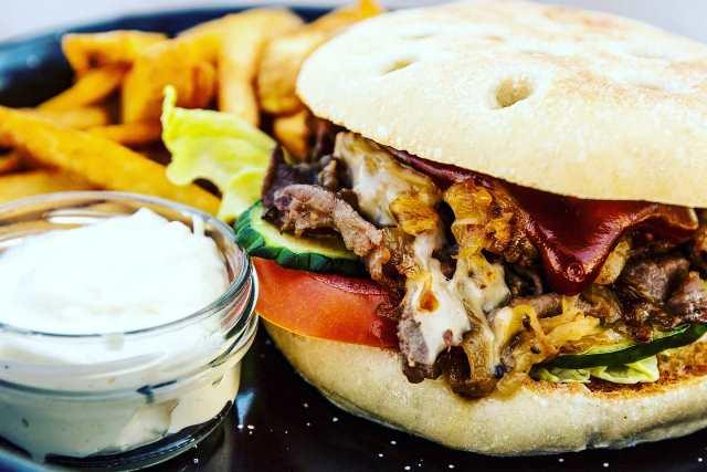 Reštaurácia Meridiana Bojnice burger