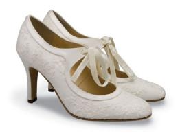 26cf92888b 10 farebných variácií pre svadobné topánky - Družička